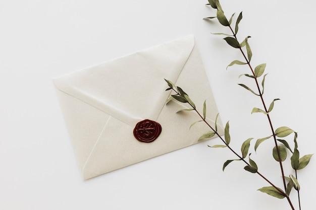 Vista superior convite de casamento selado