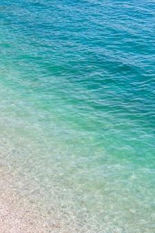 Vista superior da água do mar. fundo de textura gradiente de aquarela natural abstrato