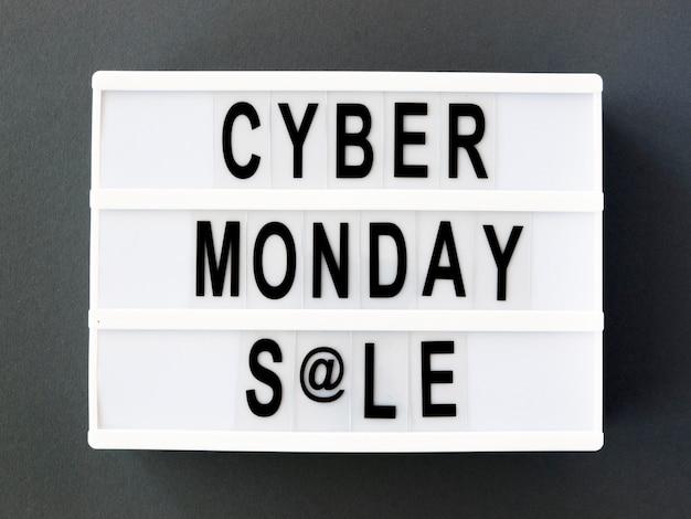 Vista superior da caixa de luz para cyber segunda-feira