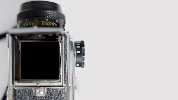 Vista superior da câmera retro em branco