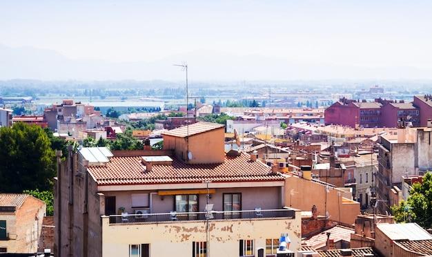 Vista superior da cidade catalã. figuras. catalunha