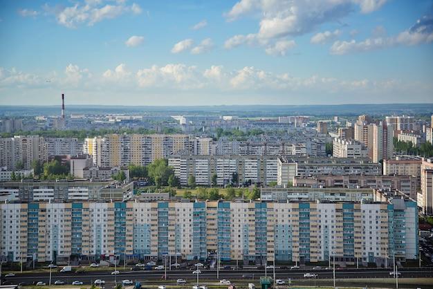 Vista superior da cidade com edifícios altos