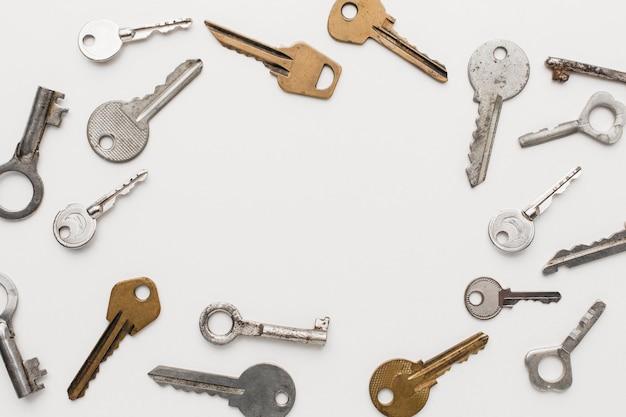 Vista superior da coleção de chaves
