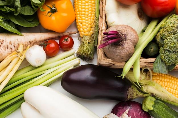 Vista superior da composição colorida de vegetais
