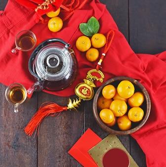 Vista superior da decoração de acessórios e comida para o festival do ano novo lunar
