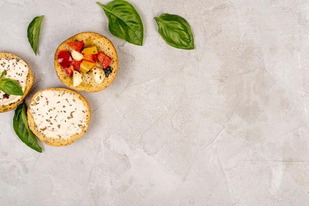 Vista superior da deliciosa comida italiana, com espaço de cópia