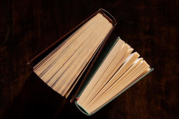 Vista superior da disposição dos livros