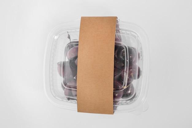 Vista superior da embalagem de plástico com uvas