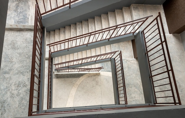 Vista superior da escada em espiral de concreto