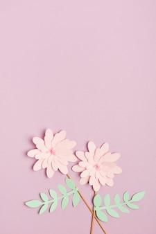 Vista superior da flor de primavera de papel bonito