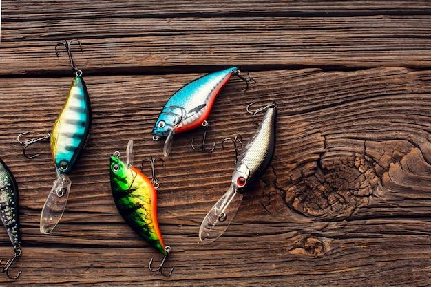 Vista superior da isca de pesca colorida