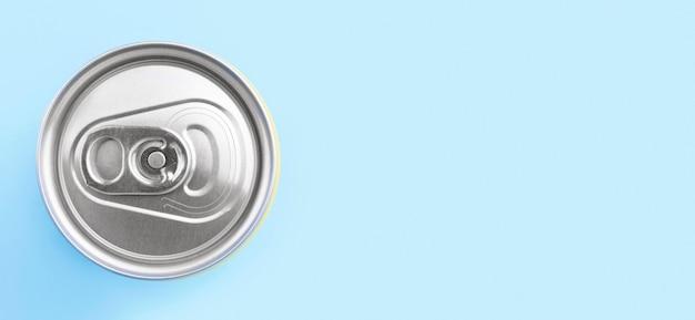Vista superior da lata de refrigerante com espaço de cópia