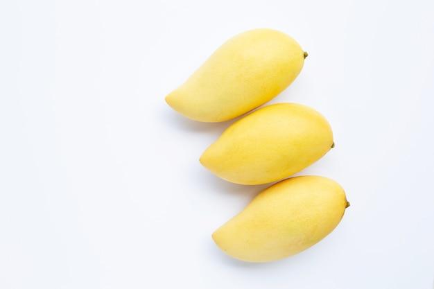 Vista superior da manga, frutas tropicais suculentas e doces.