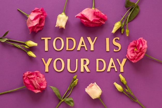 Vista superior da mensagem para o dia da mulher com flores