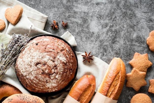 Vista superior da mistura de pão com anis estrelado