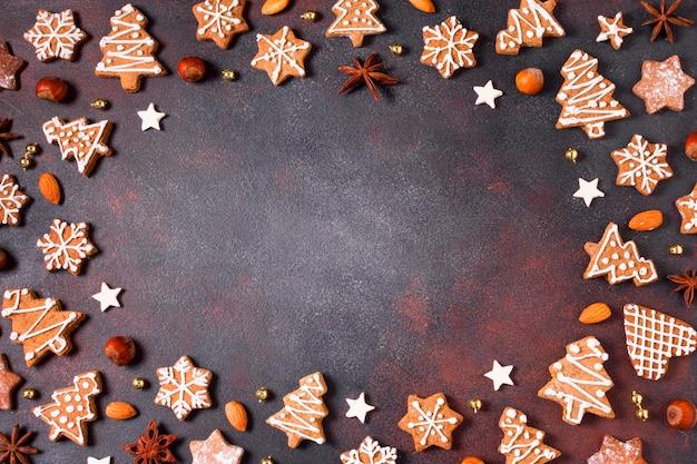 Vista superior da moldura de biscoitos de gengibre com espaço de cópia