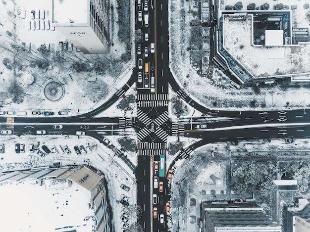 Vista superior da rua a nevar em seul