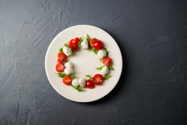 Vista superior da salada caprese