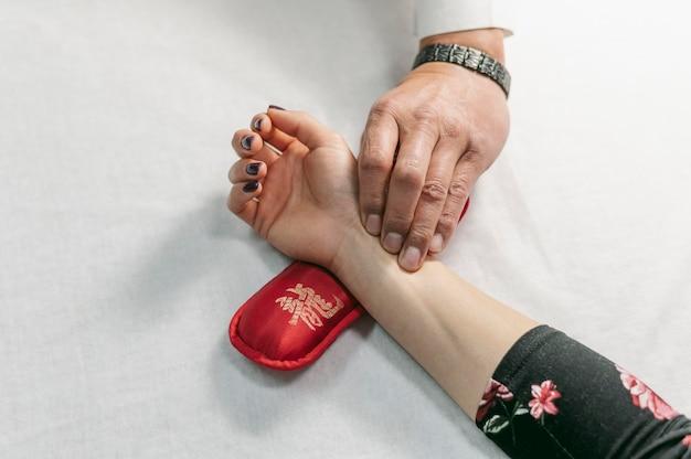 Vista superior da terapia de mão