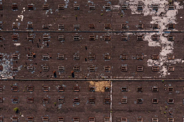 Vista superior da textura do telhado com janelas