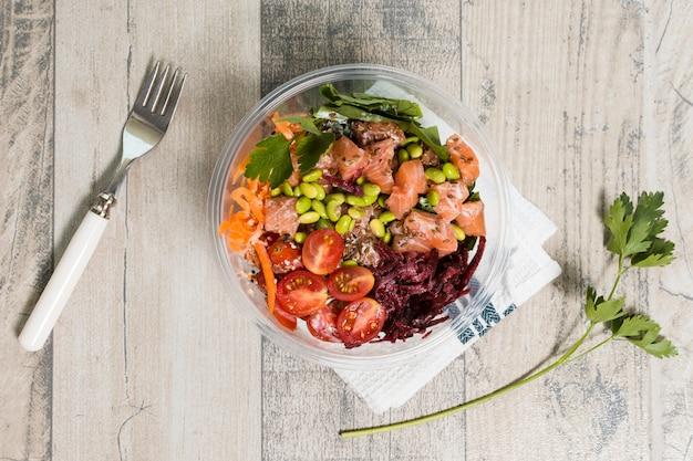 Vista superior da tigela com variedade de alimentos saudáveis