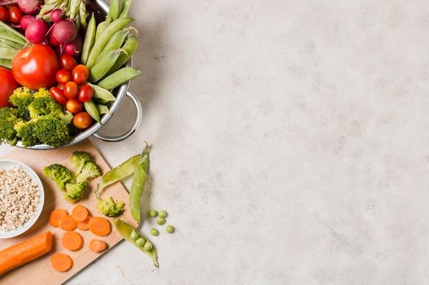 Vista superior da tigela de comida saudável, com espaço de cópia