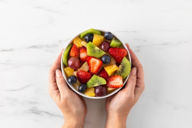Vista superior da tigela de frutas saudáveis