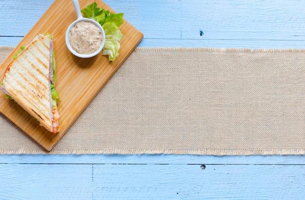 Vista superior da torrada saudável sanduíche