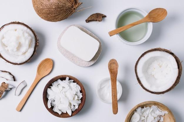 Vista superior da variedade de produtos de coco