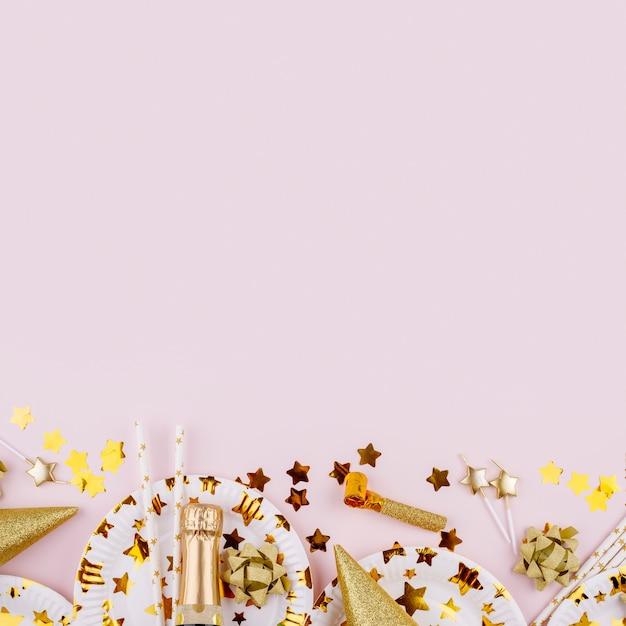 Vista superior das decorações de festa com espaço de cópia