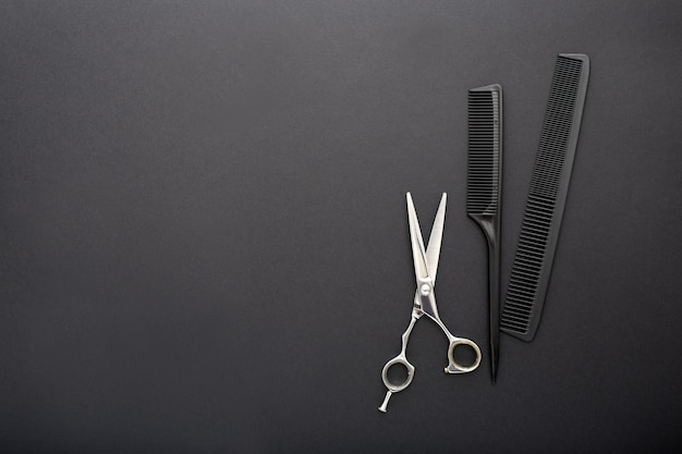 Vista superior das ferramentas do cabeleireiro com espaço de cópia