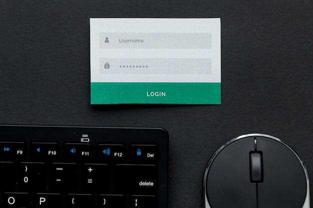 Vista superior das informações de nome de usuário e senha com mouse e teclado