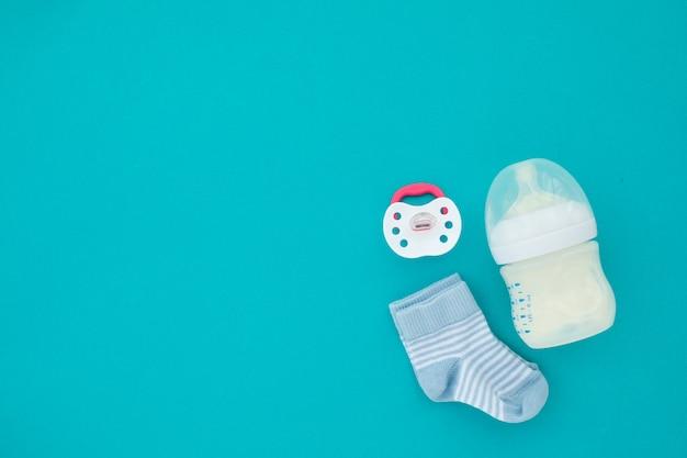 Vista superior das necessidades unisex do bebê recém-nascido