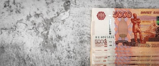Vista superior das notas de dinheiro russas
