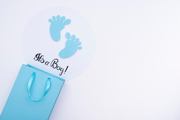 Vista superior de acessórios de bebê fofo com espaço de cópia