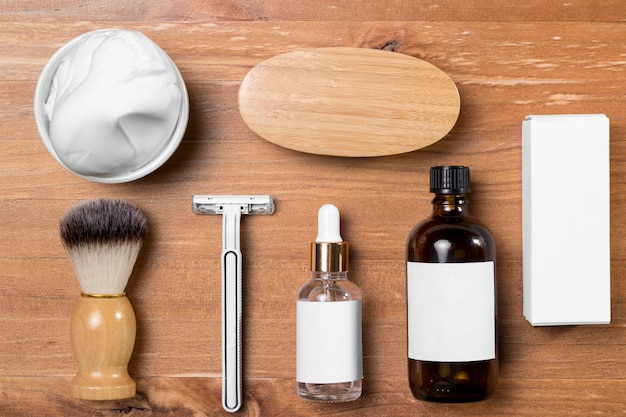 Vista superior de acessórios e óleo para barbearia