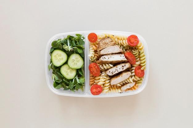 Vista superior de alimentos em recipiente