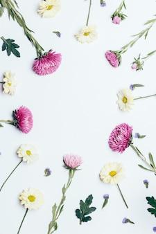 Vista superior de arranjo de flores