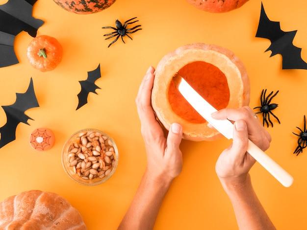 Vista superior de arranjos de halloween feitos à mão