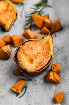 Vista superior de batata-doce cozida