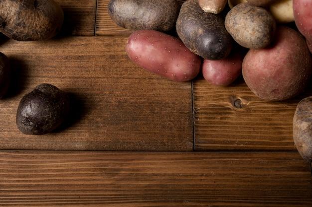 Vista superior de batatas com espaço de cópia