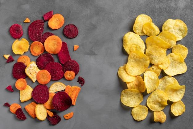 Vista superior de batatas fritas saudáveis e deliciosas