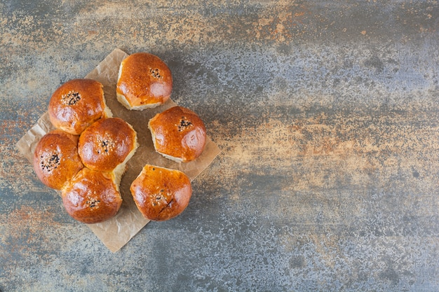 Vista superior de biscoitos caseiros no rústico