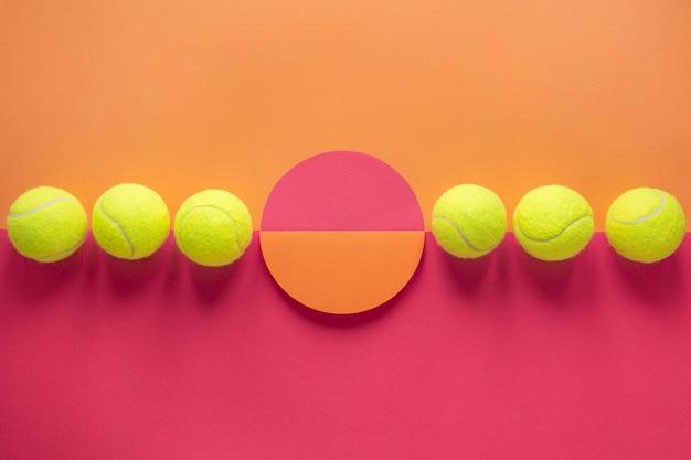 Vista superior de bolas de tênis com formato redondo