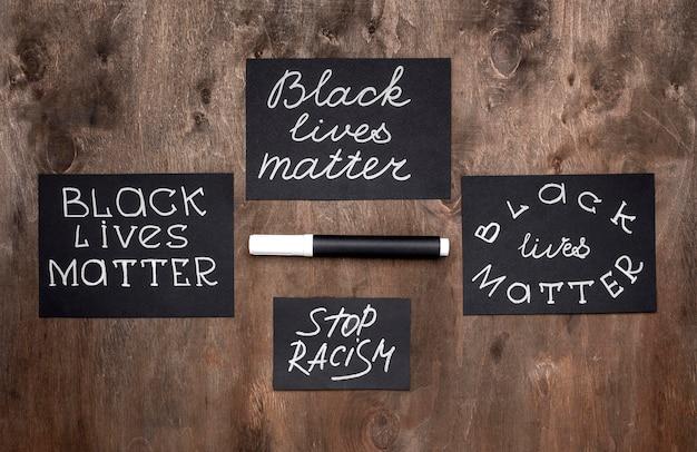 Vista superior de cartas de matéria de vidas negras