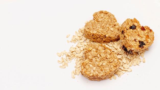 Vista superior de cereais em forma de coração