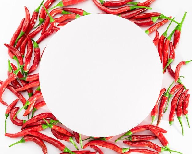 Vista superior de chili peppers com espaço de cópia