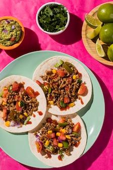 Vista superior de comida mexicana deliciosa
