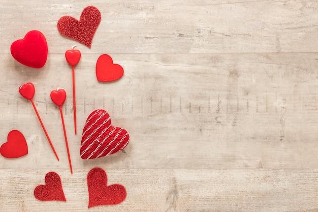 Vista superior de corações com espaço de cópia para dia dos namorados