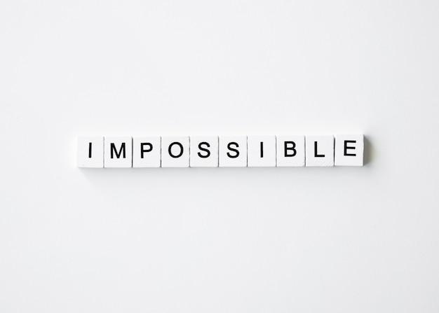 Vista superior de cubos de letras impossíveis para a cibernética segunda-feira